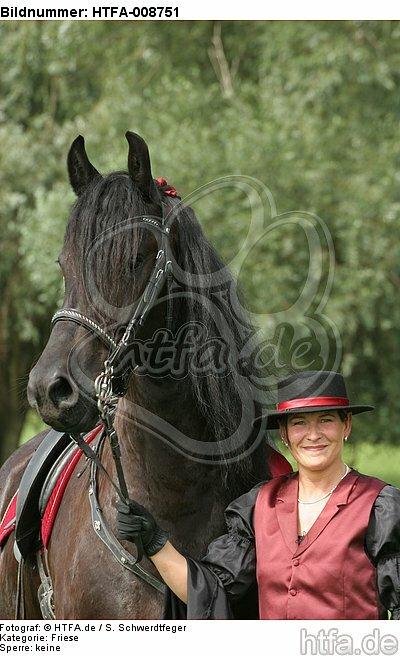 Frau mit Friese / woman and friesian horse / HTFA-008751