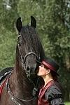 Frau k�sst Friese / woman is kissing friesian horse